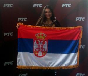 Sanja sa srpskom zastavom