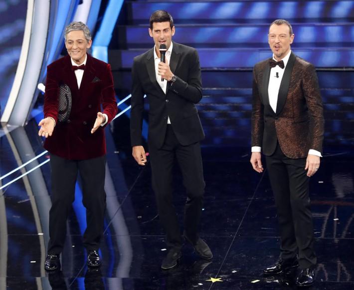Đoković sa voditeljima Sanrema na sceni